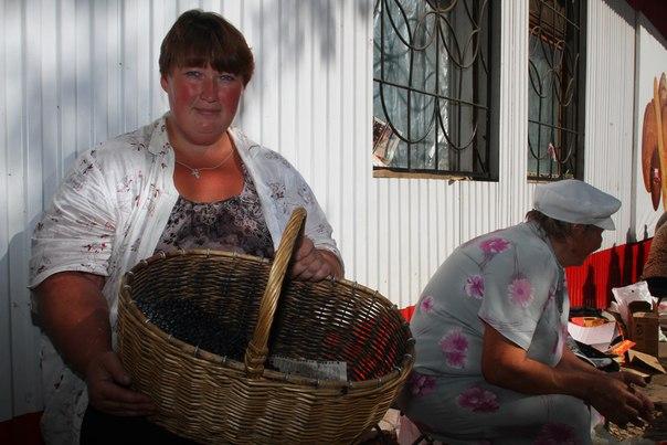 На прилавках городских рынков Кирова стали появляться осенние ягоды и грибы