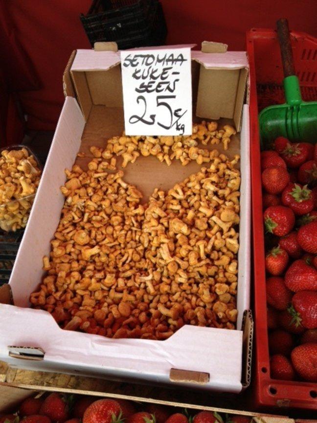 Фотоновость: в продаже появились первые эстонские грибы